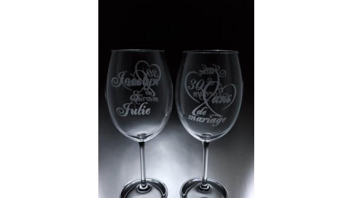 LOV-AM-Anniversaire de mariage nombre et les 2 prénoms de l'autre côté du verre interchangés- Ensemble de 2 - prix basé sur le verre à vin 20oz